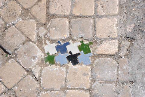 Orden 2, 2013, intervención urbana, Cerámica artesanal, 20x10cm, Plaza 9 Abril, Tánger, Marruecos